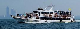 Ferry sailing between Pattaya and Koh Lahn
