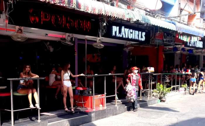 Thai bar girls on Soi 6, Pattaya Thailand